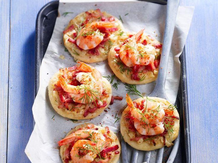 Découvrez la recette Pizzettes aux crevettes sur cuisineactuelle.fr.