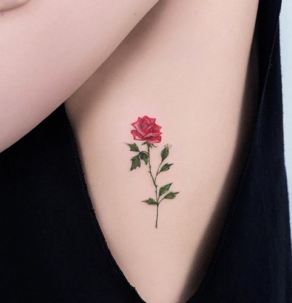 rojo pequenos tatuajes de rosas