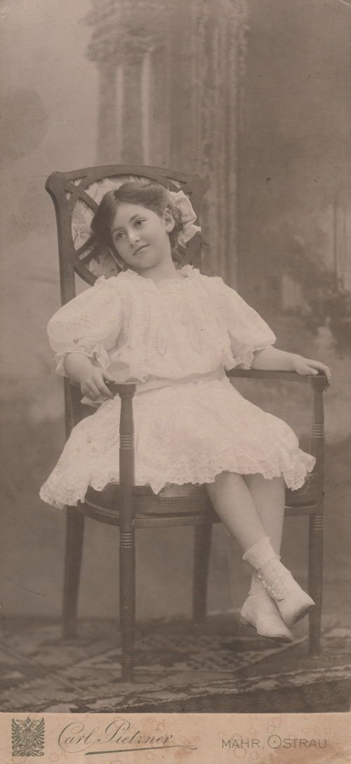 Lali Landsberger around 1909