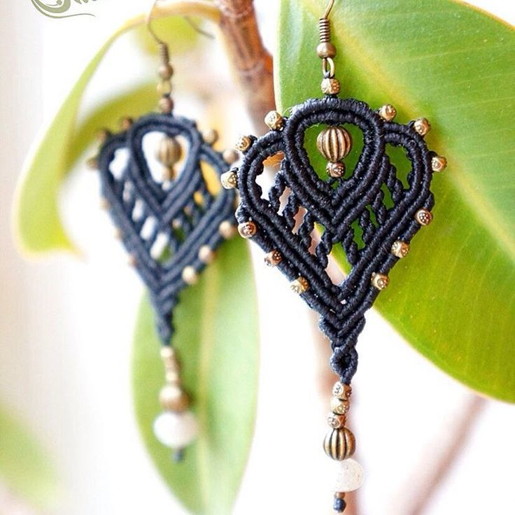 """Black earrings with metal and labradorite beads #macrame #micromacrame #svitoe…"
