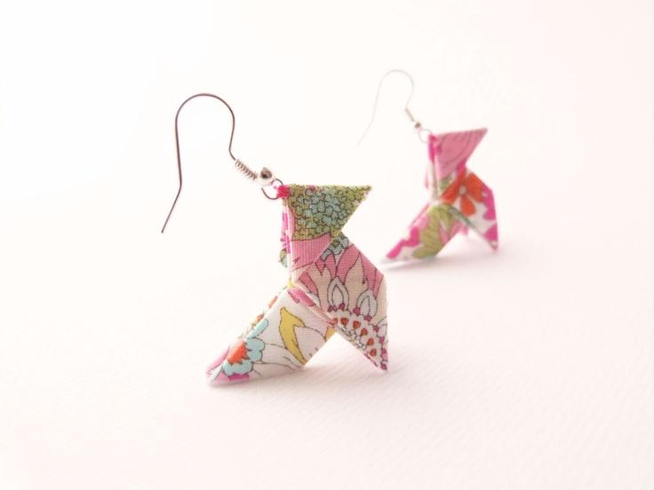 Boucles d'oreilles Origami coton Japonais Fleurs Bijoux écologiques. €25,00, via Etsy.