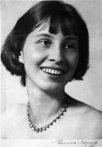 After the assassination attempt, Nina believed the Nazis would execute her. The Nazis detained the entire Stauffenberg family  executed one of Claus' brother. Heinrich Himmler, the head of the SS, called for the entire family to be killed. Nina Schenk Gräfin von Stauffenberg was placed in solitary confinement. Her daughter says she was treated well and believes that thoughts of her 4 children and the unborn child in her womb kept her alive. That may also be why her guards were considerate.