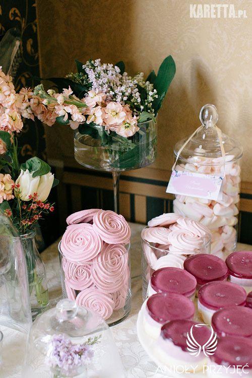 11. Lilac Wedding | Sweet table | Sweetness | Lilac Meringues | Flower decor / Wesele z bzem | Słodki stół | Słodkości | Fioletowe bezy | Dekoracje słodkiego stołu | Anioły Przyjęć