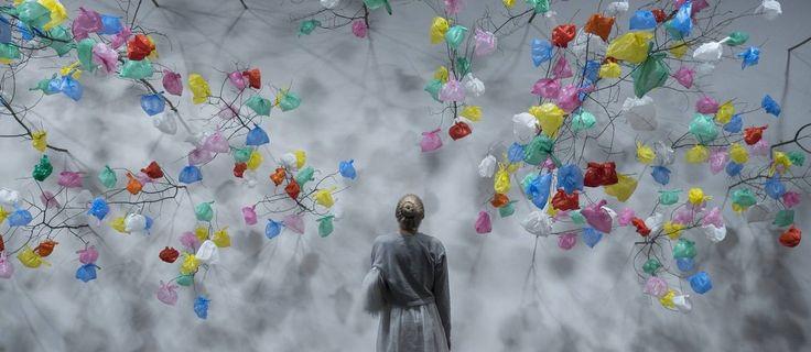 Obra do camaronês Pascale Marthine Tayou exibida na Art Basel Foto: AP / Georgios Kefalas