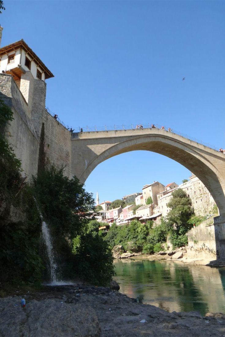Bósnia e Herzegovina. Mostar. Stari Most. Ponte Velha. Ponte em Mostar. Patrimônio da Humanidade da UNESCO. Visita a Mostar. O que fazer em Mostar. O que fazer na Bósnia e Herzegovina. Rio Neretva. Mostar após Medjugorje. Ida a Mostar após Medjugorje.