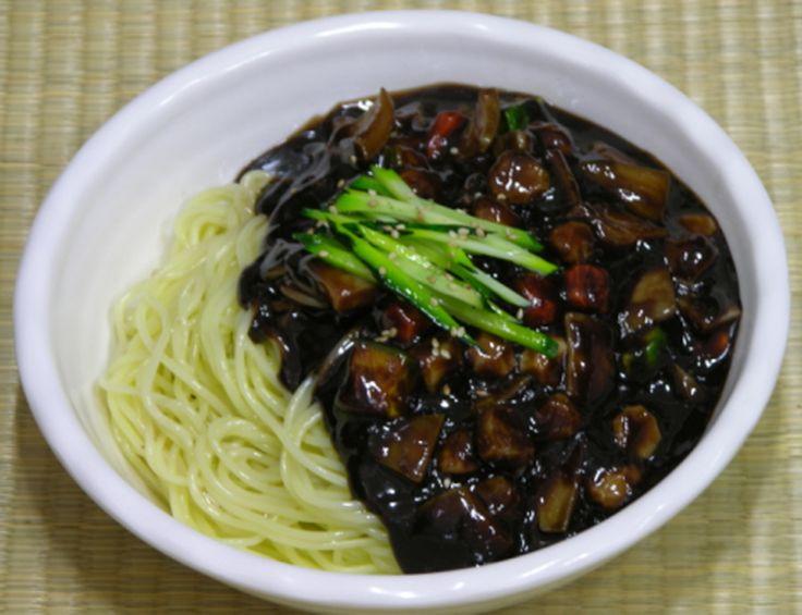"""Jajangmyun é um dos pratos mais populares na Coreia e é chamado de um dos """"pratos nacionais"""" da Coreia do Sul. Jajangmyun é de origem chinesa (em chinês: zha jian mien) e foi introduzido na Coreia ..."""