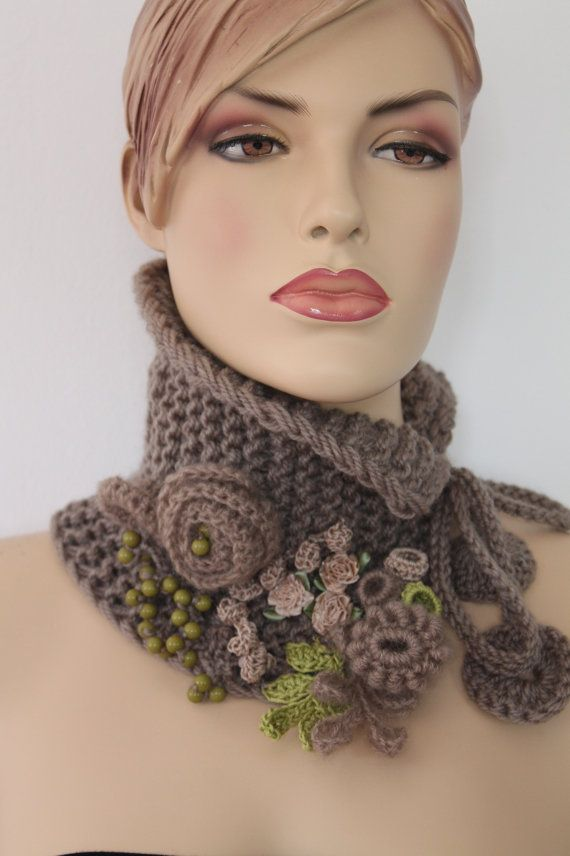 Hand knitted and Crocheted  Pale Olive   Scarf   por levintovich, $62.00