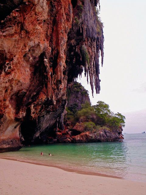 Phra´Nang - Krabi. Behind the cliffs, inside through a hole you can walk into there´s a pool and caves...