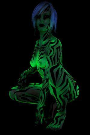 Neon Body Art - ✯ www.pinterest.com/WhoLoves/Body-Art ✯ #BodyArt