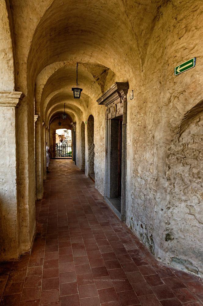 Zamek Janowiec. Skrzydło wschodnie - krużganki zamkowe