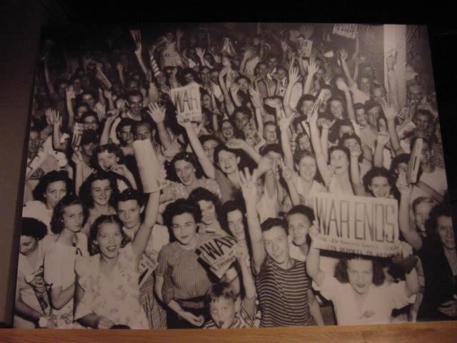 Oak Ridge employees celebrate the end of WW2