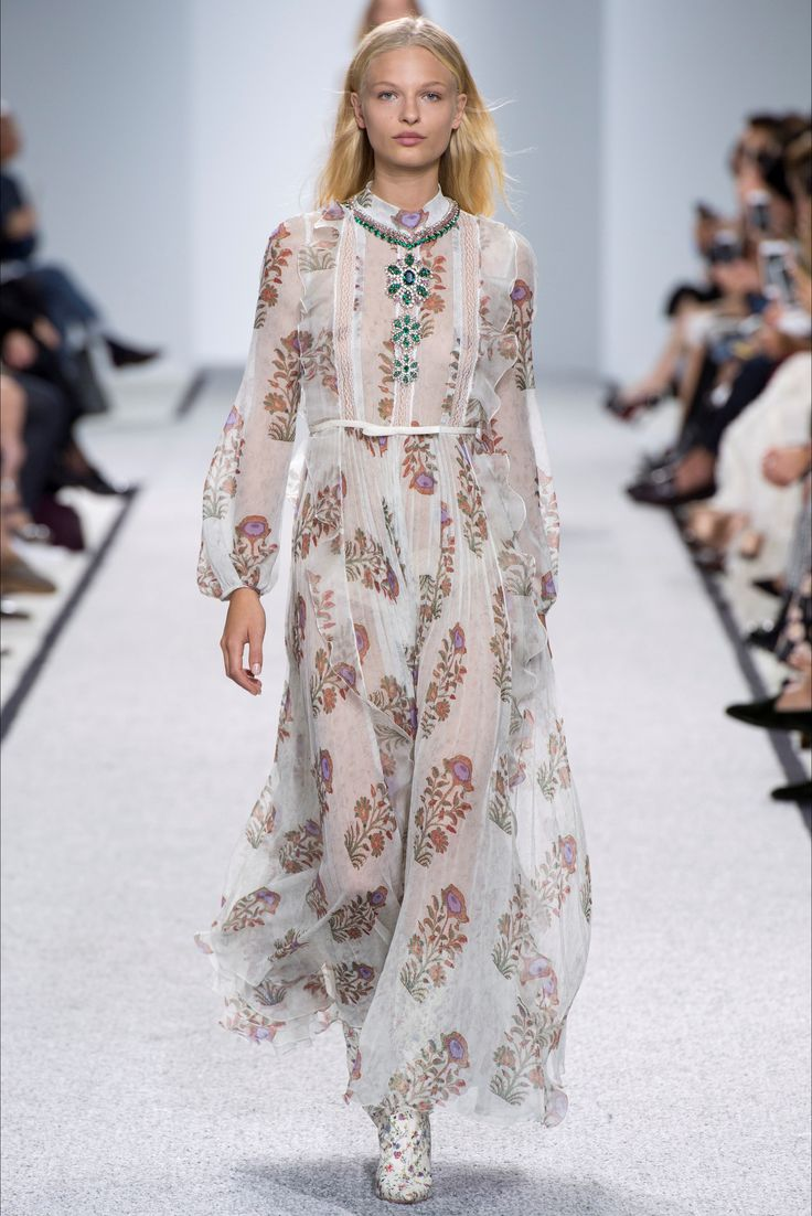 Sfilata Giambattista Valli Parigi - Collezioni Primavera Estate 2017 - Vogue