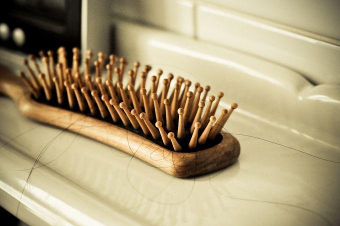 Les cheveux sont très souvent la cause des bouchons dans les canalisations car ils restent coincés et s'accumulent rapidement avec les autres saletés.  Découvrez l'astuce ici : http://www.comment-economiser.fr/canalisations-pas-jeter-cheveux-dans-canalisations.html?utm_content=buffer4761c&utm_medium=social&utm_source=pinterest.com&utm_campaign=buffer