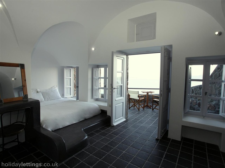 1 bedroom cave house in Santorini to rent from £903 pw. With jacuzzi, balcony/terrace, air con, TV and DVD.