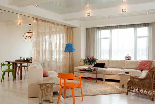 luftige gardinen vorhang regal offen paravent orange stuhl