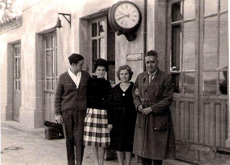 Ferrocarril Utrillas Zaragoza Estación de Plou, 1961, El Jefe de Estación Eusebio del Cura su esposa y sobrinos. | por M.F.U.