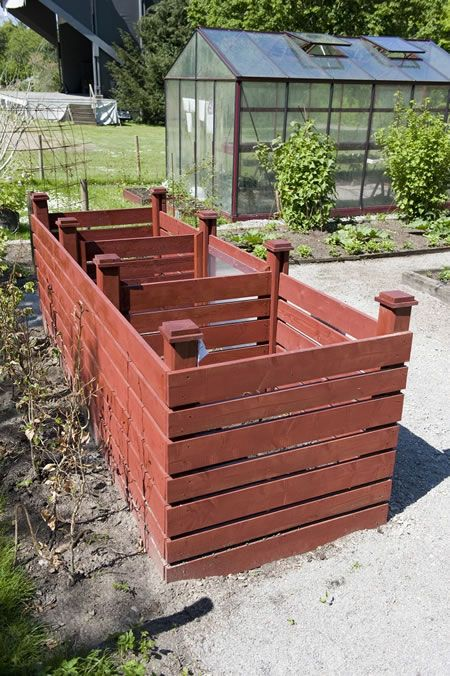 For most efficient composting, use a pile that is between 3 feet cubed and 5 feet cubed (27-125 cu. ft.).
