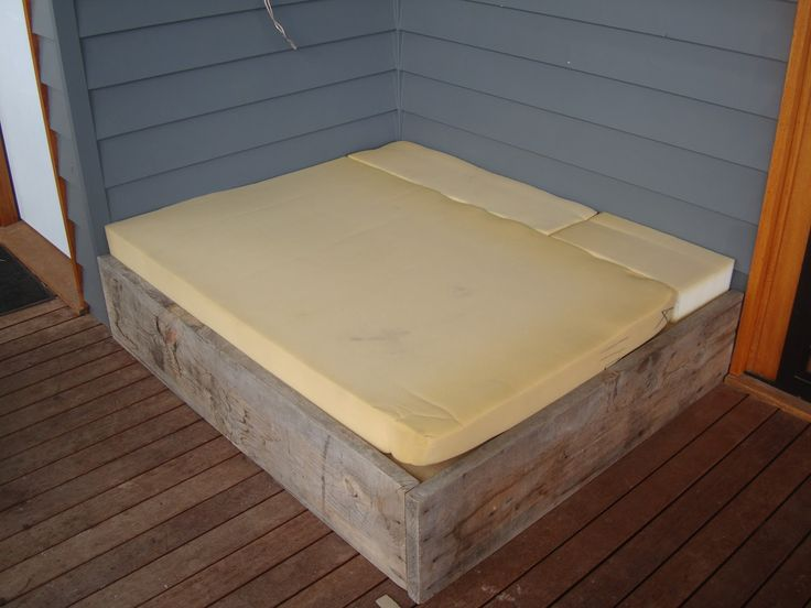 Upholstering the Outdoor Day Bed Tutorial...Part Two  This would make a great doggie bed for my Great Dane!