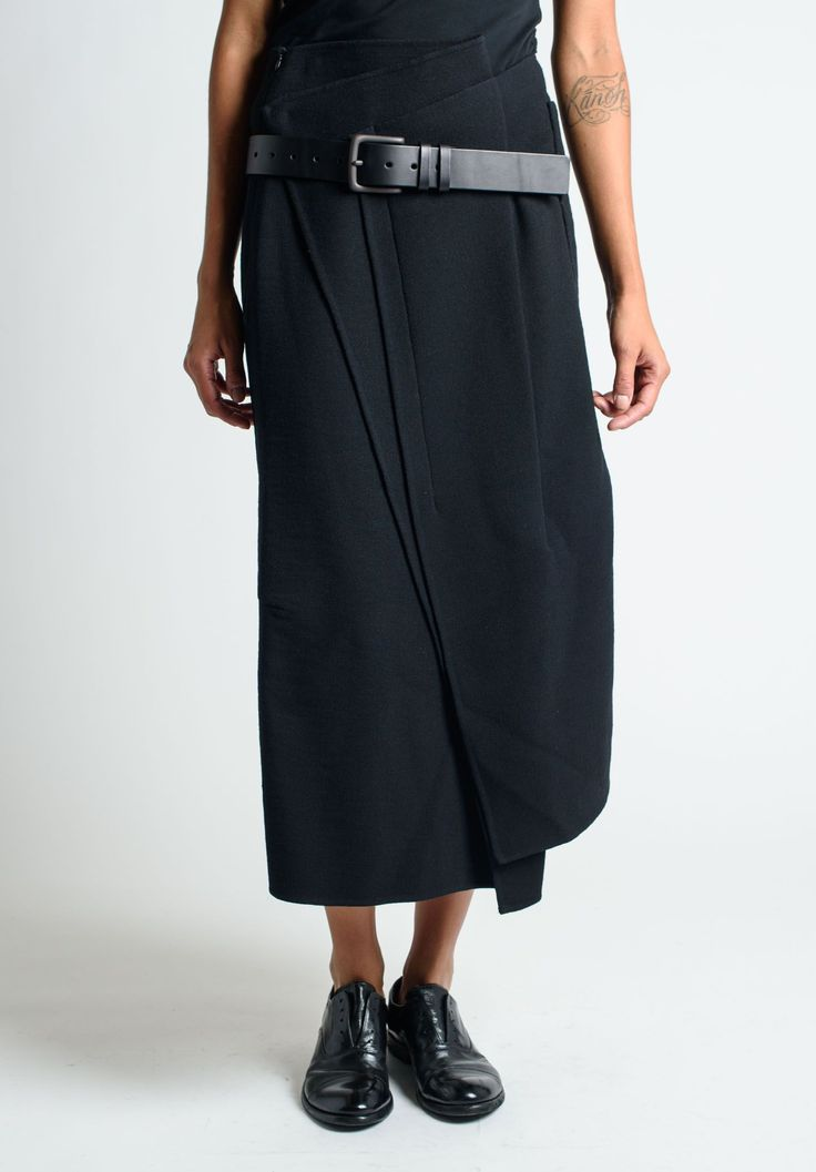 RUNDHOLZ, WOOL SKIRT WITH WIDE BELT.