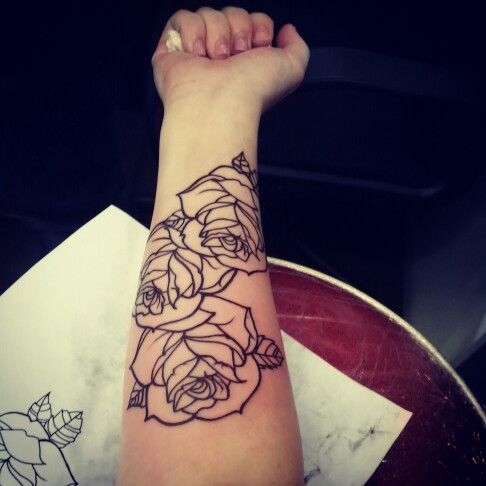 Love these tattoos on the shoulder down the forearm. Absolutely gorgeous