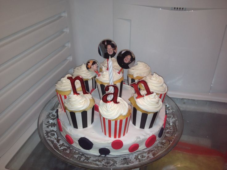 #nans birthday cake #vanilla icing #butter cream #cupcakes on the outside #cake in the middle #madebyme #photos of nan #royal icing #layers of icing #yum