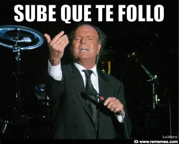 Julio Iglesias pide a una fan subir al escenario...