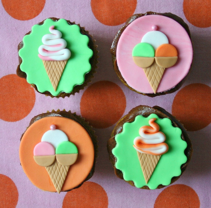 Cupcakes alla menta con crema mascarpone al cioccolato/ Peppermint cupcakes with chocolate mascarpone frosting/ Cupcakes de menta con crema mascarpone de chocolate
