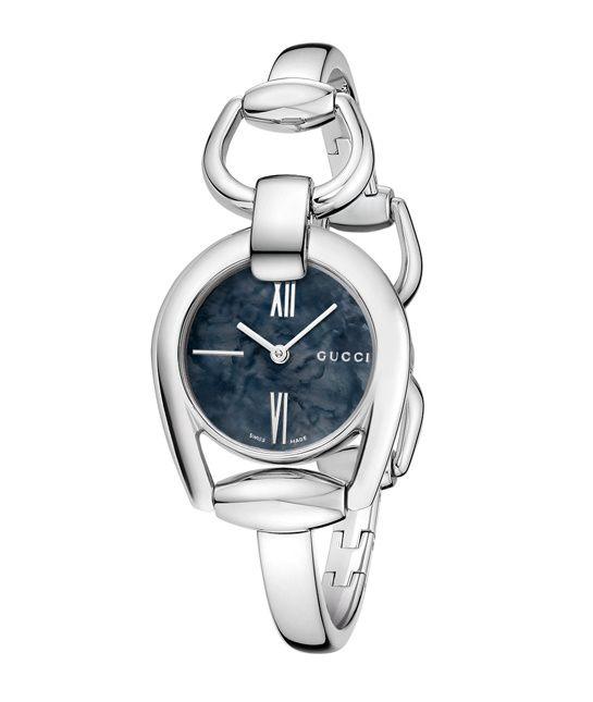 La montre Horsebit de Gucci http://www.vogue.fr/joaillerie/a-voir/diaporama/baselworld-2014-les-belles-montres-de-bale-jour-3-horlogerie-louis-vuitton-girard-perregaux-gucci-burberry-swarovski/18137/image/990320#!horlogerie-bale-2014-gucci-montre-horsebit
