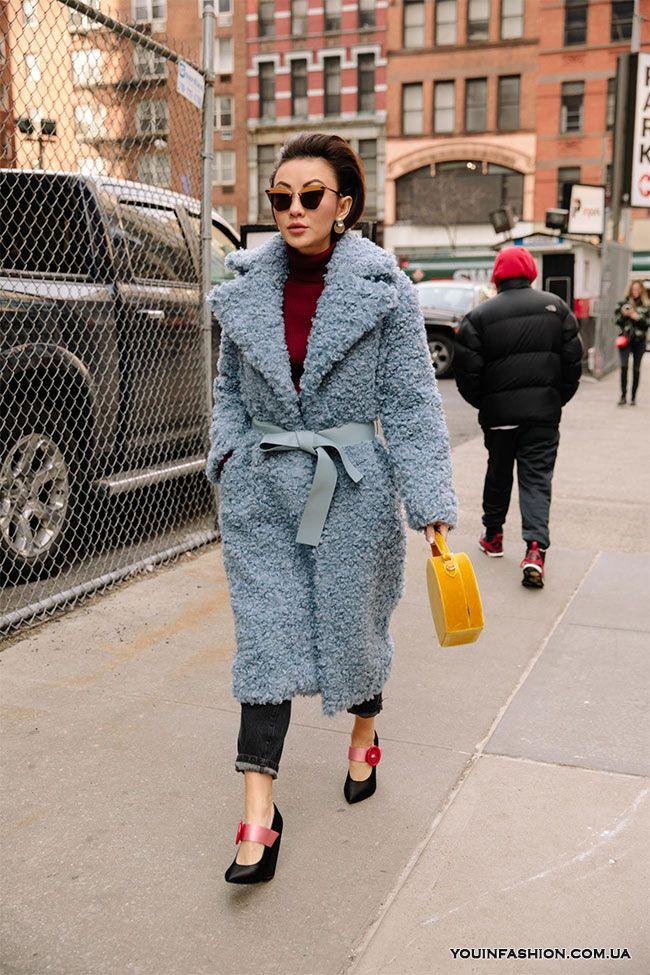Street style на Неделе моды в Нью-Йорке осень-зима 2018-2019   Style ... ea495450a66