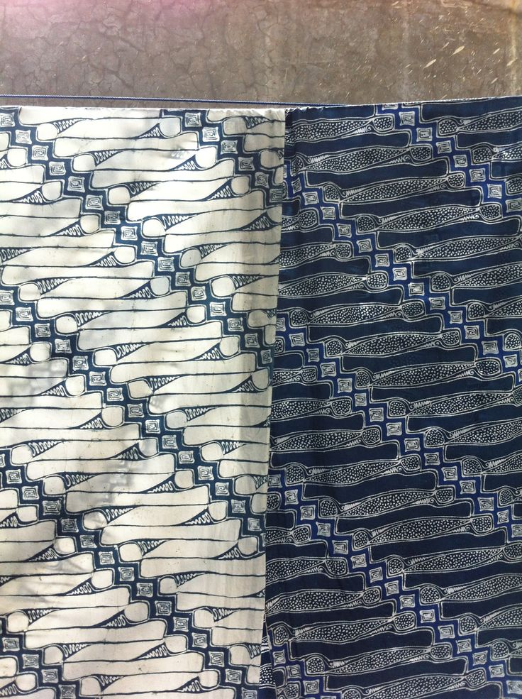 "Batik ""Parang"", handwritten. Blue and white."