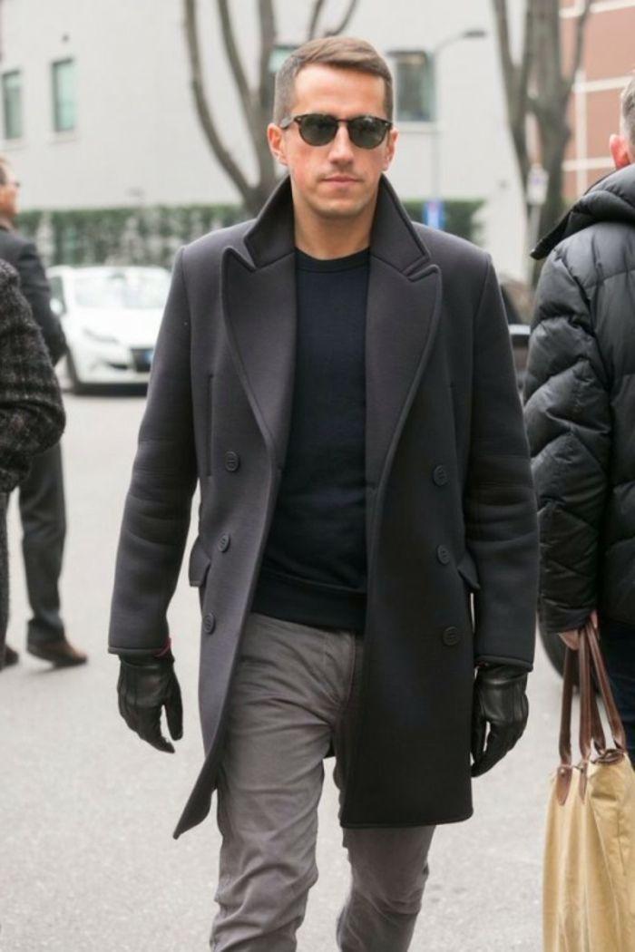 abbigliamento-maschile-casual-moda-cappotto-nero-pantalone-grigio-maglione- nero-guanti-pelle ef03c947b94