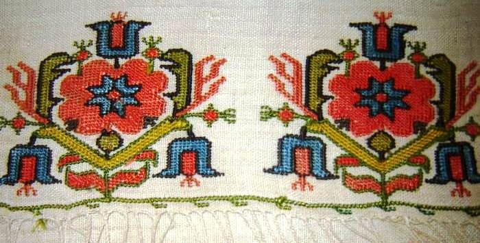 Embroidered 'yağlık' (large handkerchief, usually worn in the waist belt).  20th century.   This is 'two-sided embroidery' (front and rear are identical).   Technique: 'pesend' (double running stitch).