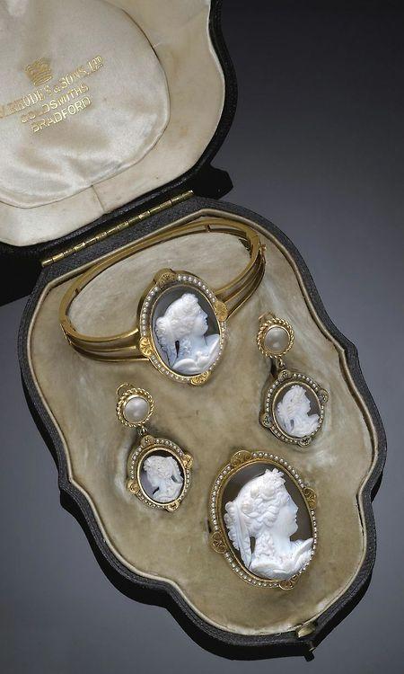 Cameo jewellry                                                                                                                                                     Mais