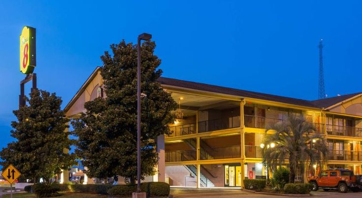 Super 8 Metairie Metairie This Metairie hotel is 5 miles from Louis Armstrong International Airport. The hotel offers free Wi-Fi, an outdoor swimming pool and free on-site parking.  Super 8 Metairie features a microwave and refrigerator in every guest room.