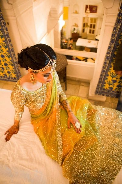 #indian #wedding #sari #saree #gold #glitter #blouse #bride #hair #jewelery