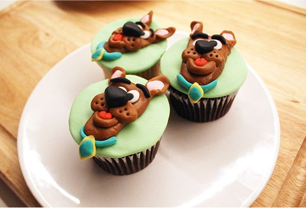 SCOOBY CHARACTER CUPCAKES  Cupcakes have never looked better! Follow this step-by-step to add some character to your cupcakes and turn them into pupcakes!