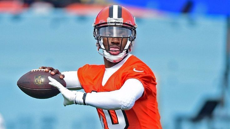 Robert Griffin III auditions for Chargers, but Colin Kaepernick continues to be the bigger story