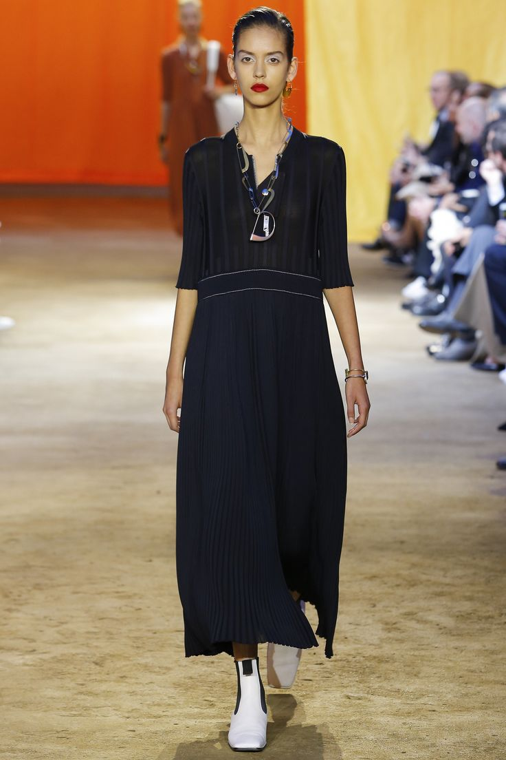 Céline Spring 2016 Ready-to-Wear Fashion Show - Nirvana Naves