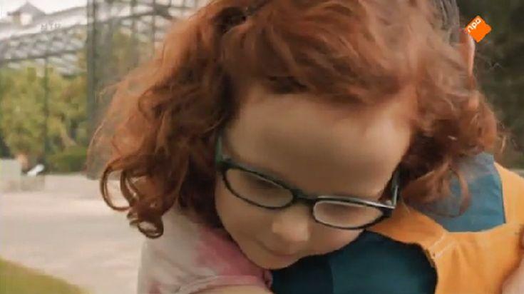 Appie gaat op pad met zijn vader Luc, die in de dierentuin werkt. Daar komt hij een meisje op de schommels tegen. Krijgen ze verkering?