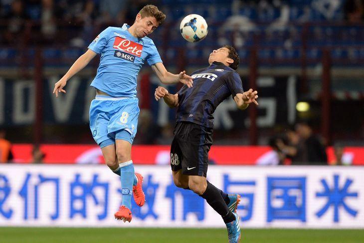 Prediksi Pertandingan Napoli vs Inter Milan. Napoli pada lima laga pertandingan terakhir di Coppa Italia / Liga Italia, lima kali meraih kemenangan, belum pernah seri, dan belum pernah menelan kekalahan, berada di puncak klasemen sementara, dengan koleksi 44 poin dari 20 laga terakhir di Liga Italia. Penampilan Napoli sudah tidak di lagukan lagi di pertandingan ajang Liga Italia, namun di pertandingan ajang Coppa Italia tersebut sekuad tim M. Sarri akan kembali dengan perfoman terbaiknya