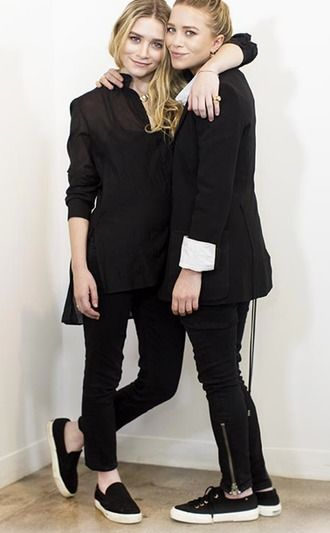 Mary-Kate And Ashley Olsen Twins Doing Monochrome Matching Outfits Black Jackets And White Skirts