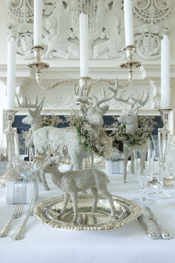 Silver and white christmas table decorations - Close Up Photos From Of The White Reindeer Centerpiece And Table Decorations In A Blue And White Room Lovely Christmas Decor