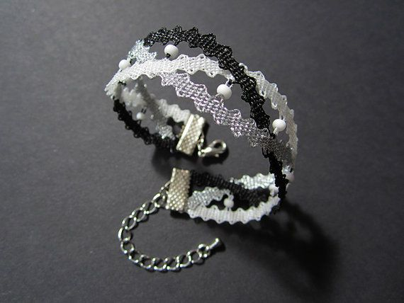 Intertwined Lace Bracelet with White Beads Black White door A5lace