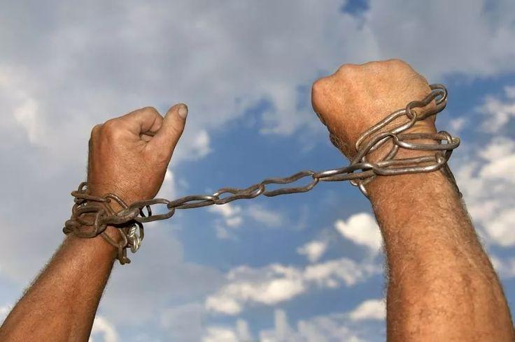 Уроженец Узбекистана, объявленный в розыск, задержан в городе Коломне РФ и экстрадирован для привлечения к уголовной ответственности, сообщает inform.kz  В 2014 году 47-летний гражданин Узбекистана обманом, пообещав хорошие условия работы и проживания, вывез из родной республики в Казахстан на заработки три группы людей, в общей сложности семь человек. Он обещал каждому по 2 млн сумов, что эквивалентно 50 тысячам рублей. По прибытии в Казахстан, преступник отобрал у потерпевших документы и…