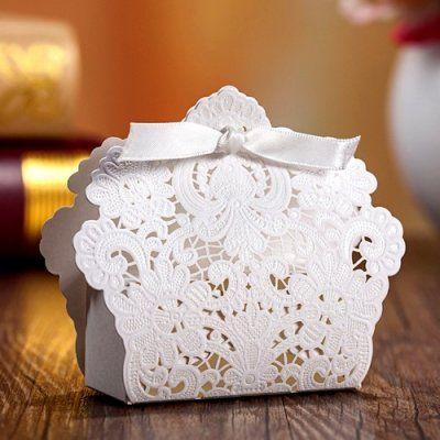 Boite à Dragées Dentelle Blanche x 10 par Un Jour Spécial : accessoires & décorations de mariage