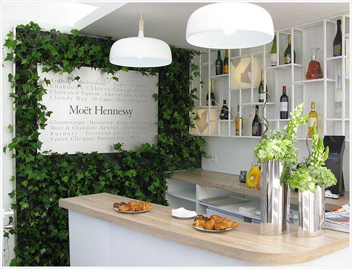 Mur végétal de Moët Hennessy au Roland Garros.  Green wall, vertical garden. Вертикальный сад, зеленая стена