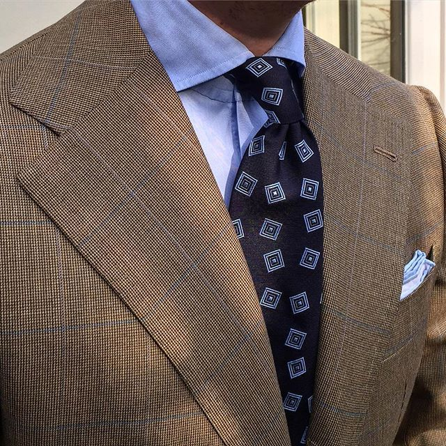 "Another luxury original 7-fold handrolled woven silk jacquard tie combined with a crisp ""Blue"" cut-away role shirt & our lovely Cotton/Linen pocket square... Shop our essential woven jacquard ties online at www.violamilano.com  #violamilano #handmade #madeinitaly #luxury #style #menswear #details #sartorial #timeless"