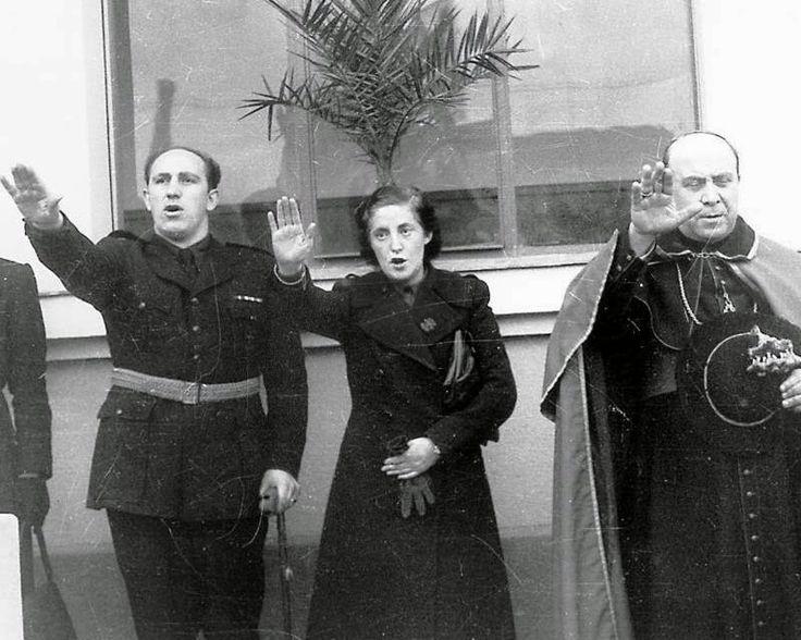 Pilar Primo de Rivera, secretaria general de la Sección Femenina de Falange. 1939.