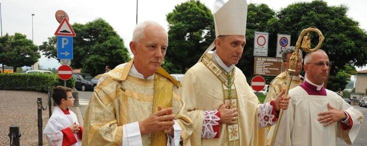 S.E.R. MONS. D. GEORG GÄNSWEIN EN GUANZATE FUENTE: LA PROVINCIA DI LECCO Calurosa acogida para Monseñor Georg Gänswein. Un abrazo afectuoso para el secretario particular del Papa Benedicto XVI, con...