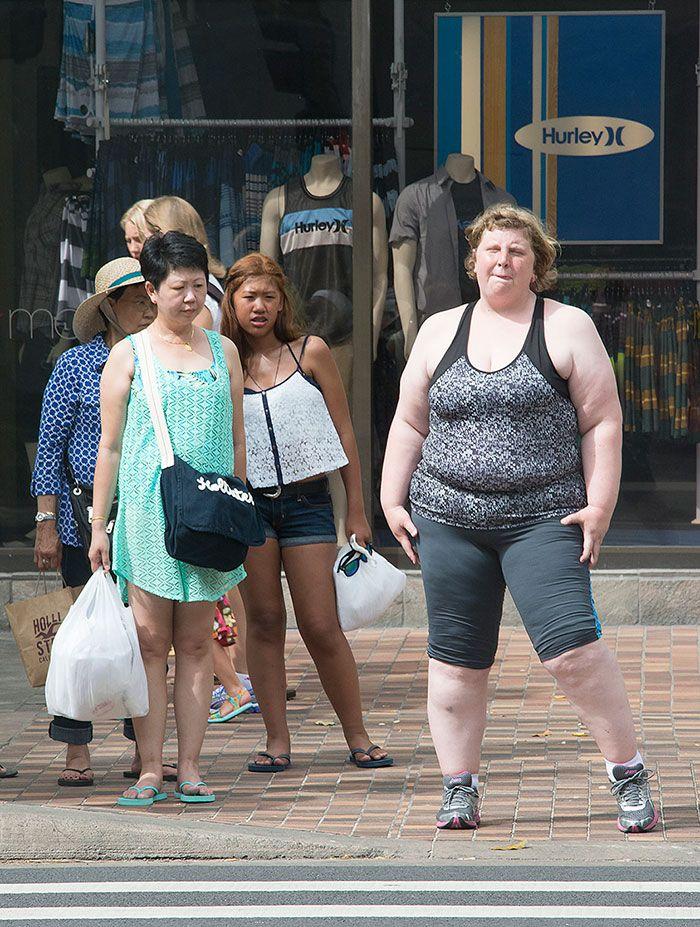 EXPÉRIENCE SOCIALE - Haley Morris-Cafiero est une photographe américaine qui a décidé de capturer les réactions des gens face à une personne en surpoids. En l'occurrence, elle-même. Elle ne s'attendait peut-être pas à voir ce genre de visage. Triste à dire mais le bodyshaming est partout autour de nous.